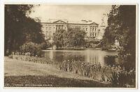 London - Buckingham Palace - 1930's Postcard