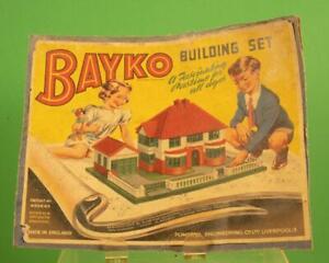 BAYKO BUILDING SET - CIRCA 1950 - HUNDREDS OF PIECES W/ INSTRUCTIONS REF:9036H