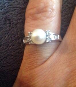14K Women's 7 Pearl Diamond Ring