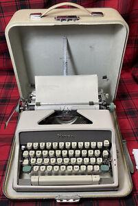 Olympia DeLuxe Script/Cursive typeface EXC condition 1963