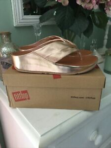 BNIB Gorgeous Ladies Fitflop Twiss Rose Gold Leather Toe Thong Sandals UK Size 6