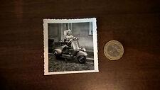 Foto Kind auf Vespa Motorroller Oldtimer original