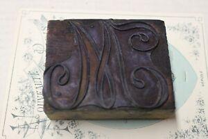 Rare ancien tampon en bois de brodeuse monogramme  M  Broderie