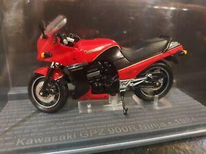 moto kawasaki GPZ 900 R ninja 1984  ixo 1/24