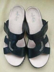 EUC Collection by Clarks Soft Cushion Black Slip on Sandal Women Size 7M