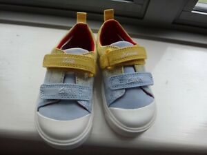 LOVELY PAIR BRAND NEW CHILDREN'S SHOES BY CLARKS SIZE UK 5 IN PASTEL BLUE & YELL
