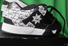 DC COMMAND SN SNEAKERS SHOES SKATE BOARDING  WHITE/BLACK GRAFFITI SZ  1.5 YOUTH