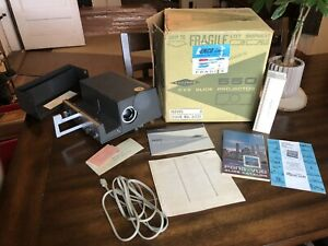 Vintage Sawyers 550A 2x2 Slide Projector With Original Box and Manual