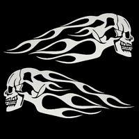 2x Totenkopf Flammen Aufkleber Schädel Silber Motorrad Tank Auto Feuer Tribal