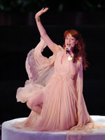 Florence Welch With Her Beautiful Pink Dress 8x10 Picture Celebrity Print