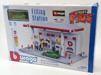 Burago 1/43 Scale 18-30404 - Street Fire Filling Station & Car