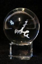 """Crystal Globe avec Crystal Cube Stand """"Winged Serpent Insert"""""""