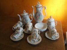 ancien service à café XIXèm en porcelaine décor scène romantique .(24 pièces )