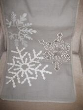 THRESHOLD GRAY WHITE METALLIC EMBROIDERED SNOWFLAKE TABLE RUNNER 14X72 NEW