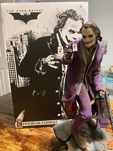 The Joker - The Dark Knight Premium Format EXCLUSIVE - Sideshow Collectibles