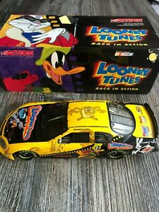 Nascar 1/24 Looney Tunes Program Car 2003