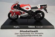 Yamaha yzf-r7 ow-02 en escala 1:18 de maisto moto modelo con placa Stand