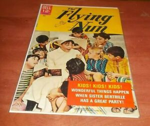 THE FLYING NUN # 2 FINE-  DELL COMIC 1968 SALLY FIELD PHOTO COVER!