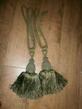 1 pair of tasselled curtain tie backs Large.