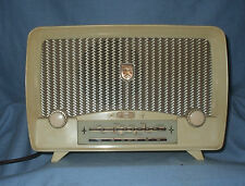 Vintage  'ULTRA' U7961 Two band Bakelite Radio - needs slight attention