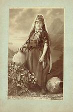 Photographie : Tancréde DUMAS ;  Jeune Juive en costume traditionnel , vers 1875