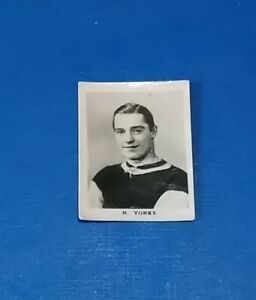 ASTON VILLA FOOTBALL CLUB 1920s B & W PINNACE PHOTO CARD R YORKE AVFC BIRMINGHAM