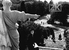 YOYO Pierre ETAIX Statue Chapeau melon Escalier Perspective Parc Photo 1965