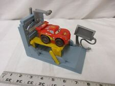 Fisher Price Imaginext Disney Cars 2 Lightning McQueen pit stop lift garage toy