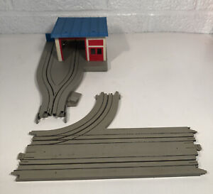 Tyco HO US1 Electric Trucking Garage W Switch Track And Truck Stop