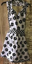 Apron Black And White Flowers