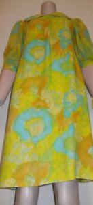 Vintage JOHN J HILTON 1960's Summer Floral dress. Modern Size Small.