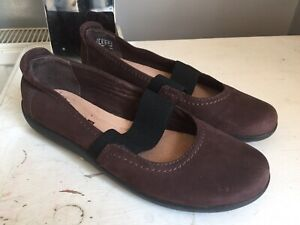 Ladies Clarks Nubuck Brown Leather Slip On Flat Shoes In Size Uk 6D Eur 39