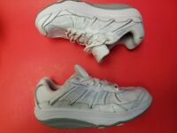 ExerSteps women's Whirlwind white Sneakers Size 8