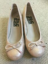 BNWOT Refresh rose gold wedge shoes size 39