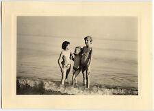 Plage bord de mer enfants - photo ancienne amateur an. 1940 50