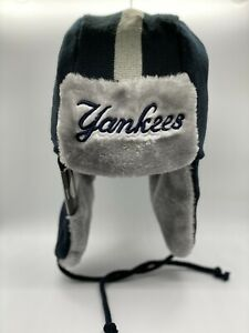 New York Yankees New Era Logo Trapper Knit Hat New with Tags - Navy / Grey