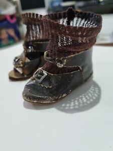 chaussures et chaussettes anciennes pour bébé poupée jumeau