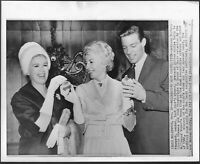 ~ Barbara Stanwyck Connie Stevens Original 1962 Press Photo Richard Chamberlain
