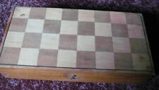 AN INLAID WOODEN VINTAGE/ANTIQUE GAMES BOX - CHESS, DRAUGHTS, BACKGAMMON