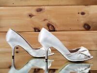 Luichiny Best One Yet Ivory Open Toe Satin Kitten Heel Pump Wedding Shoe 7 - 11