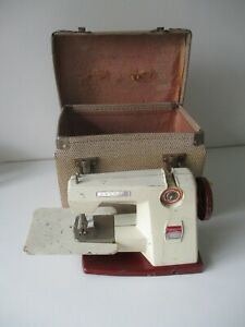 Toy Child's metal sewing machine Vulcan Countess