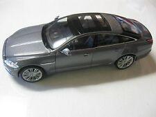WELLY 1:24 SCALE 2010 JAGUAR XJ DIECAST CAR MODEL W/O BOX