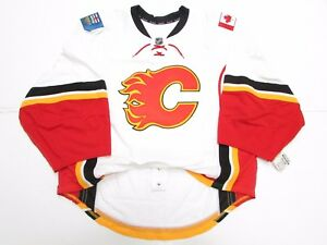 CALGARY FLAMES AUTHENTIC AWAY TEAM ISSUED REEBOK EDGE 2.0 JERSEY GOALIE CUT 58
