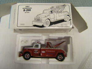 First Gear Humble Travel Club 1957 International R-200 Tow Truck 1/34 MIB