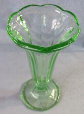 Pressglas Vase Tischvase Glas hellgrün Kelchform DDR 50er 60er Jahre antik