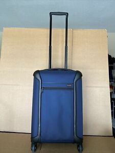 TUMI Navy Blue International Carry On Spinner 28303520 Light Weight Bag
