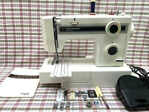 Frister + Rossmann Panda 6 Sewing machine with foot pedal, case and accessories