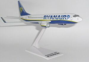 Boeing 737-800 Ryanair Snap Fit Collectors Model Scale 1:200 EI-DAZ