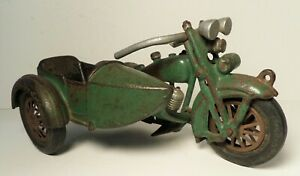 VINTAGE HUBLEY GREEN INDIAN MOTORCYCLE CAST IRON TOY W/ SIDECAR