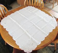 """Beautiful White Cutwork & Floral Embroidery Linen Tablecloth 33"""" Square Exc Cond"""